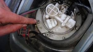 Замена бензонасоса, он же топливный насос на приоре