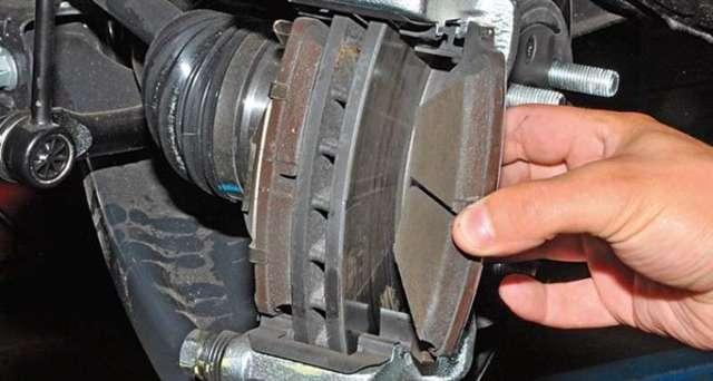 Скрипят тормоза при торможении на машине – причины и методы ремонта