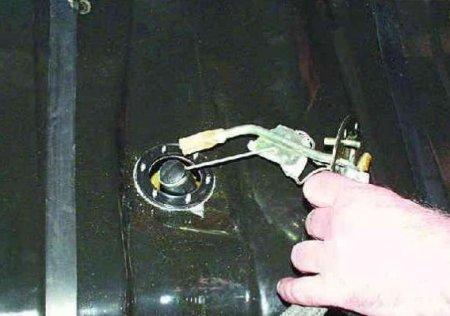 Замена датчика уровня топлива на ВАЗ 2108, ВАЗ 2109, ВАЗ 21099