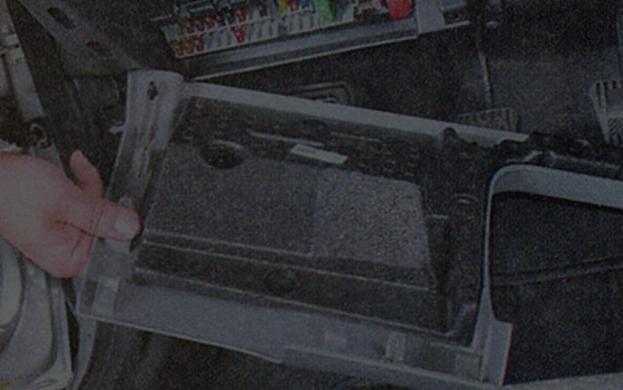 Как снять или заменить блок предохранителей на Лада Приора?